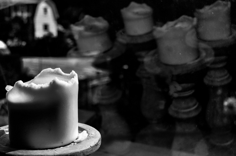 The image of reflected candles. Nikon D7000, Nikon 18-55 mm, ISO 200, 1/400 sekund, f/10.0