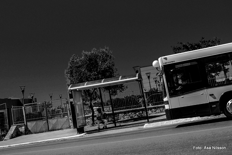 Waiting for the bus. Nikon D60, Nikon 18-55 mm. ISO 200. 1/320 sekund. f/9.0